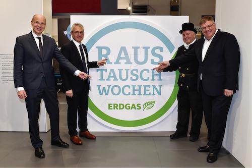 Dr. Timm Kehler, Vorstand Zukunft ERGAS, Josef Rönz, Vorsitzender des LDEW, Wolfgang Wörle, Bezirksschornsteinfeger der Wiesbadener Schornsteinfeger und Uwe Glock, Vizepräsident des BDH (v.l.)