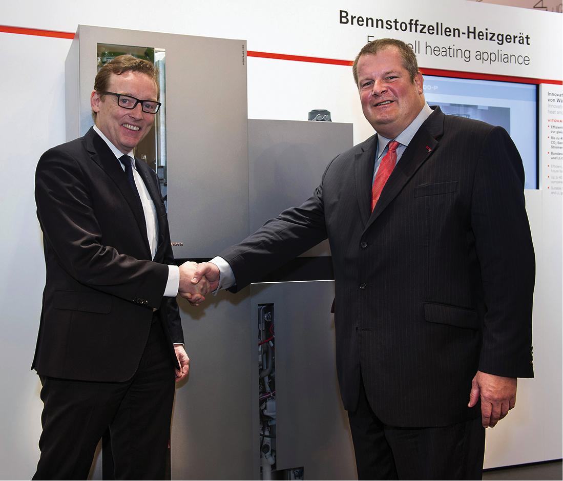 Dr. Ludwig Möhring, Vertriebs-Geschäftsführer der WINGAS GmbH (links), Dr. Frank Voßloh, Geschäftsführer Viessmann Deutschland GmbH