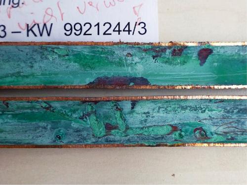 Lochfraß in halbhartem Kupfer