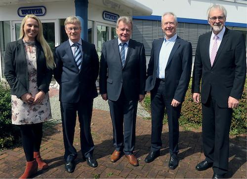 v.l.: Carolin Weinzierl (Obfrau BVF-Gütesiegel), Michael Muerköster (Obmann EFH), Vorstandsvorsitzender Ulrich Stahl, Bernd Quiel (Obmann AK Technik) und Heinz-Eckard Beele