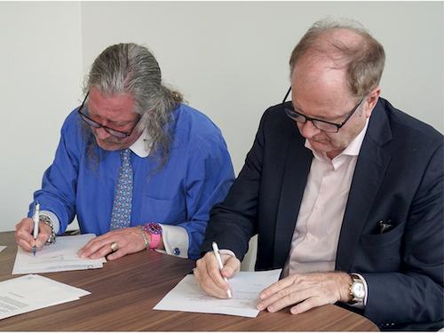 v.l. John Hazen White, Jr., Eigentümer der Taco Family of Companies und Vorstandsvorsitzender und Christian Muggli, CEO/Präsident des Verwaltungsrates Osterwalder Zürich AG