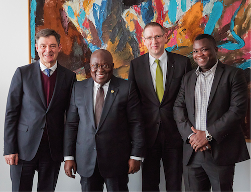 v.l. Dr. Markus Beukenberg (Generalbevollmächtigter WILO SE), Nana Addo Dankwa Akufo-Addo (Präsident Republik Ghana), Georg Weber (Chief Technology Officer WILO SE) und Dominic Addo (Wilo Ghana)