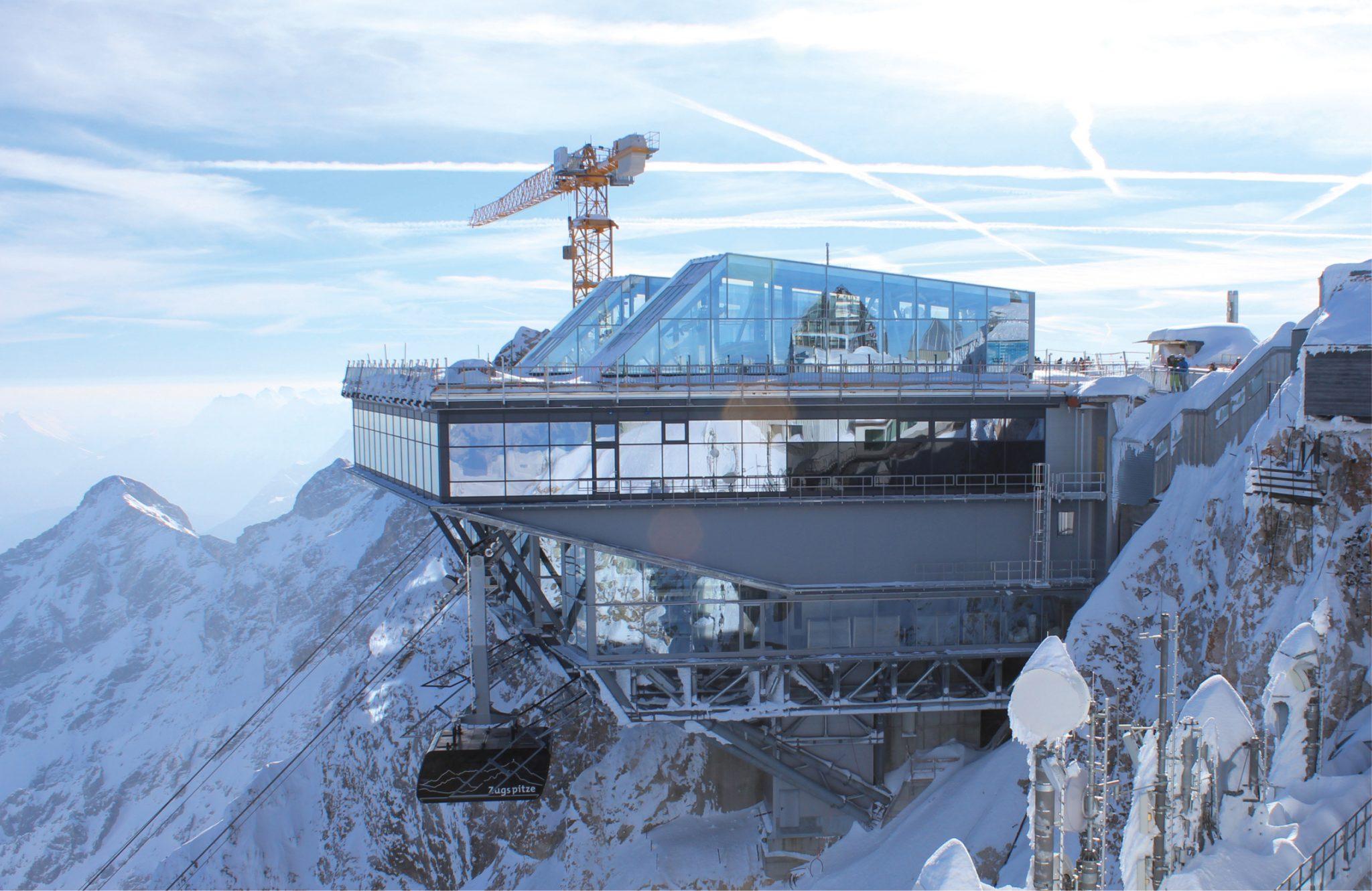 Deutschlands höchstgelegene Fußbodenheizung Behagliche Temperaturen im Restaurant auf rund 3.000 m Höhe