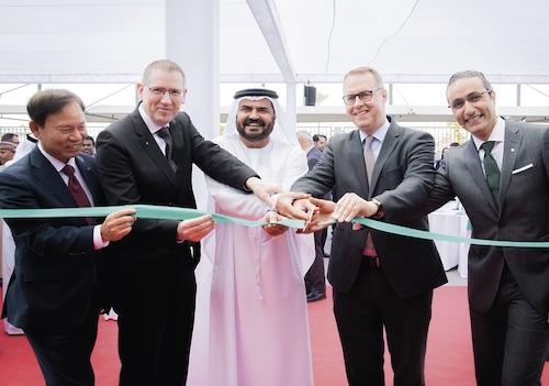 v.l.n.r.: Yunjoong Kim (WILO SE), Georg Weber (Chief Technology Officer WILO SE), Mohammed Al Muallem (Vorstandsvorsitzender der DP World und der Jafza), Peter Fischer (Deutscher Botschafter in den Vereinigten Arabischen Emiraten) und Yasser Nagi (Managing Director WILO SE Vereinigte Arabische Emirate) bei der Eröffnung der neuen Wilo-Repräsentanz in Dubai.