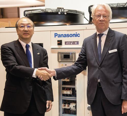 v.l.: Toshiyuki Takagi, Executive Officer der Panasonic Corporation und Präsident von Panasonic Air-Conditioner, und Gerald Engström, Chairman und Gründer von Systemair