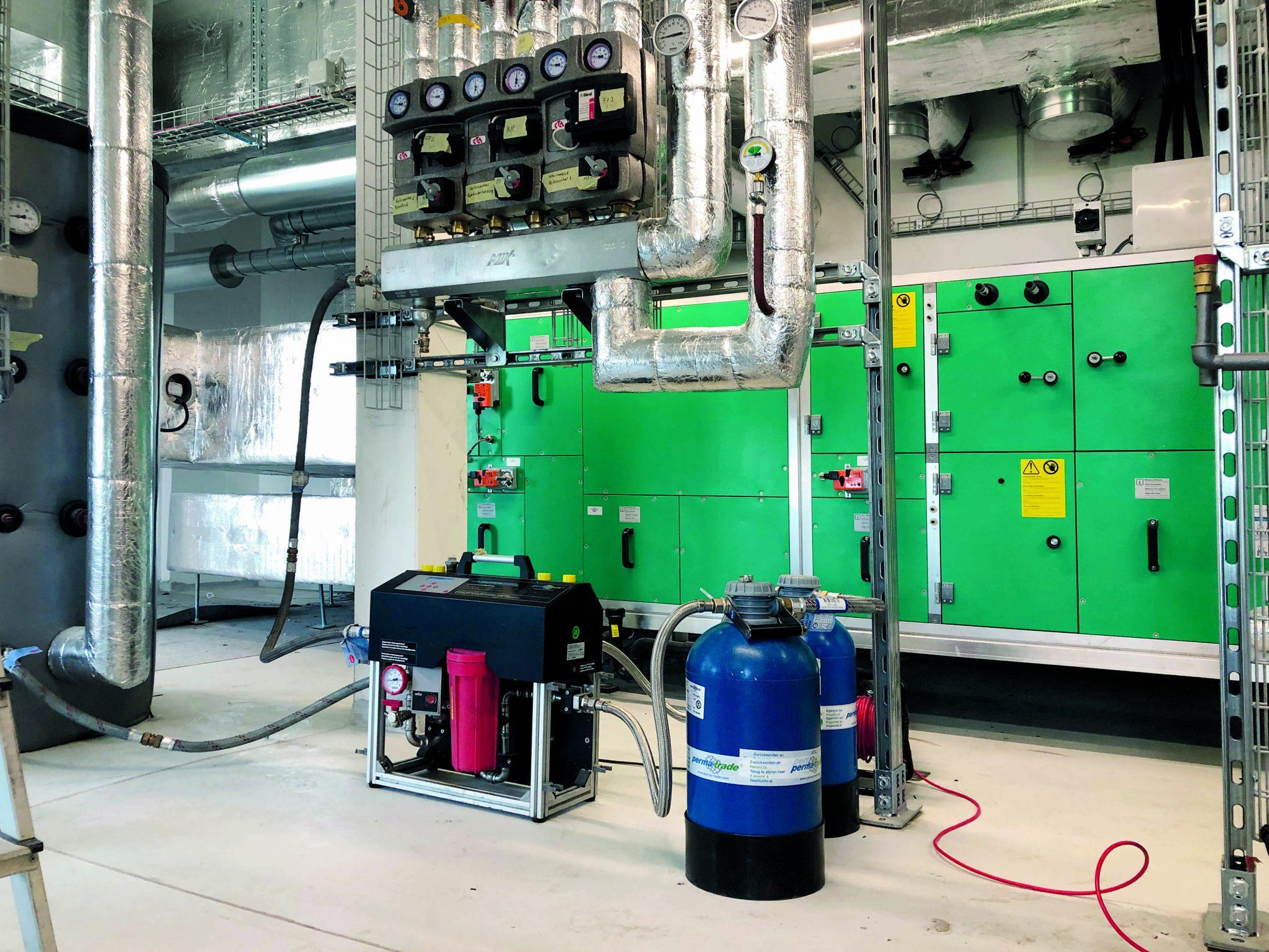 Das Heizsystem des Jabee-Towers wird rein über Wärmepumpen betrieben. Neben Fußbodenheizungen in allen Wohnungen gibt es natürlich auch ein Kälte- und Klimasystem.