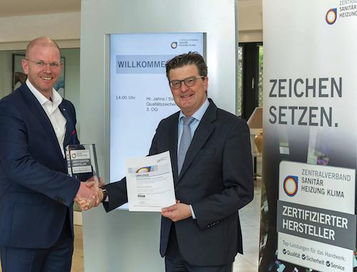 v.l. Stiebel Eltron Vertriebs-Geschäftsführer Frank Jahns und ZVSHK-Hauptgeschäftsführer Helmut Bramann.